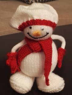 En strikket snømann. Gnomes, Mittens, Teddy Bear, Toys, Animals, Fingerless Mitts, Activity Toys, Animales, Animaux
