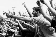 L E N S C R A T C H: Nic Bezzina: Festival Crowd