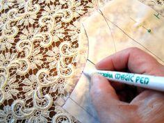 Сетчатые ткани, особенно трикотажные и с крупными ячейками, а также кружевные, сотканные как будто из тончайшей паутинки, представляют сложность для портного на первом же этапе - раскрое ткани. Непонятно, как и чем делать на этих тканях обводку контуров выкроек??? Единственный прием, который 100% гарантирует качественный крой таких тканей, как я для себя решила- использование клеевого водорастворимого стабилизатора.