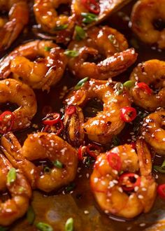 Asian Chilli Garlic Prawns (Shrimp) Recipe video above. Juicy prawns / shrimp in a sweet sticky, spicy, garlicky sauce. A quick dinner that tastes like a homemade Chilli Jam stir fry you get at modern Thai restaurants! Spice level - this is quite spicy! Fish Recipes, Asian Recipes, Healthy Recipes, Spicy Shrimp Recipes, Chinese Shrimp Recipes, Chili Garlic Shrimp Recipe, King Prawn Recipes, Yummy Recipes, Chicken Recipes