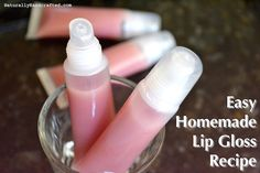 All you need to make your very own homemade all natural lip gloss are these ingredients Olive Oil Coconut Oil Cocoa Butter Beeswax Vitamin E Pills and Mica Try it and you will not buy another lip gloss again Lip Gloss Homemade, Diy Lip Gloss, Lip Scrub Homemade, Homemade Moisturizer, Homemade Lipstick, Hair Gloss, Sephora, Lipgloss Diy, Nyx Lip