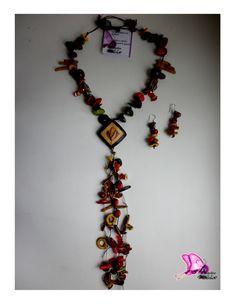 Colección Orígenes 2014   OFICIO: Bisutería TÉCNICA:Laminado LINEA DE PRODUCTO: Accesorios (Collar/pendientes) MATERIALES: bolas de madera,semillas,tagua,bombona,coco,nacar,cristales de murano,piedras semipreciosas. Tonalidades; Verde,café,mostaza,beige,rojo,naranja  CONTACTO; DIANA MARIA VARELA( ataviosdelamussa@yahoo.es)