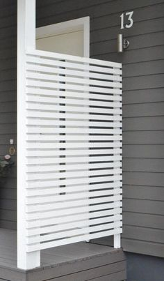 Modern Wood Slatted Outdoor Privacy Screen: Details On How To Build « Garden Privacy Screen Outdoor, Backyard Privacy, Pergola Patio, Backyard Patio, Backyard Landscaping, Pergola Kits, Patio Awnings, Garden Privacy, Garden Trellis