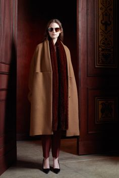 The Row Pre-Fall 2013 Collection - Vogue Look Fashion, Winter Fashion, Fashion Show, Womens Fashion, Fashion Design, Fashion Models, Looks Style, Style Me, Mantel