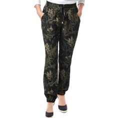🎉HP🎉Buffalo David Bitton Soft Pant Floral Camo Buffalo David Bitton Ladies' Soft Pant Material: 100% Polyester Size Small Color: Floral Camo Licensed Buffalo David Bitton pant, made of premium material, very soft and comfortable. Front pockets elastic and drawstring waist and elastic at the bottom of legs to wear up or down. SIZE MEDIUM ARE LIKE NEW Buffalo Pants Ankle & Cropped