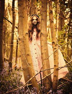 Pre-raphaelite inspiration. Eniko Mihalik by Ellen von Unwerth for Vogue Italia July 2012 - Once upon in a Fairytale