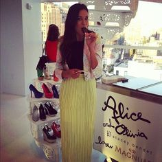 Odette Annable stopping to grab a MAGNUM #Mini at the @alice_olivia showroom opening