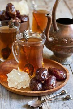Arabic tea and dates by karaidel. Traditional arabic tea with dry madjool dates and rock sugar nabot. Coffee Time, Tea Time, Arabic Tea, Chocolate Cafe, Pause Café, Turkish Tea, Turkish Style, My Cup Of Tea, Mini Desserts