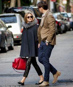 Cuero abrigo negro zapatos negros cartera color