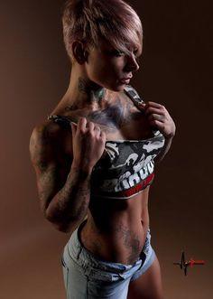 Sexy #Fitnessbabe mit toller #Figur und tollen #Tattoos :) Der Nr. 1 #Fatburner gegen lästige #Problemzonen, wie z.B. #Po, Bauch und Hüften, ist #Yohimbin! Hier bestellen: http://shredded-n.fit/man-sports-yohimbin