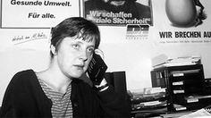 Angela Merkel in den Büros der DDR-Oppositionsbewegung Demokratischer Aufbruch im Herbst 1989.
