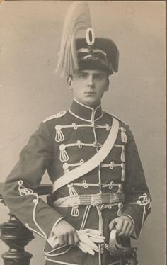 A trooper assigned to the Hussar Regiment stationed in Ohlau. The 4, Captain Hat, History, Military Men, Historia