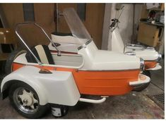 Vespa Scooters, Sidecar, Golf Carts, Motorcycles, Bike, Classic, Vehicles, Motor Scooters, Bicycle
