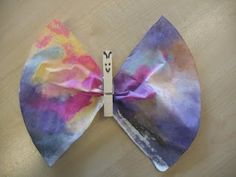Vlinders uit een koffiefilter Summer Crafts, Crafts For Kids, Diy Crafts, Diy Projects To Try, Cool Kids, Butterfly, Cas, School, Artist