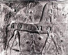 El Caballo de Troya rodeado por guerreros troyanos, con los griegos disimulados en su interior, en una ánfora funeraria del siglo VII a.C.