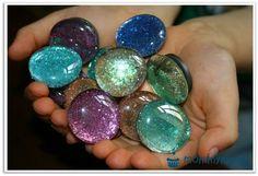 Glitzermagnete DIY Tutorial Anleitung für Glitzermagnete Kühlschrankmagnete glitter magnets Basteln mit Kindernfür Kindergeburtstage Mitgebsel