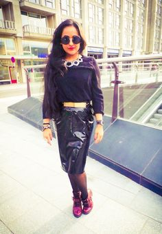 this outfit makes me happy! Leather Skirt, Ankle Boots, Shades, Happy, Skirts, How To Make, Outfits, Fashion, Ankle Booties