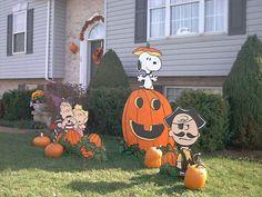 PEANUTS Great Pumpkin yard display