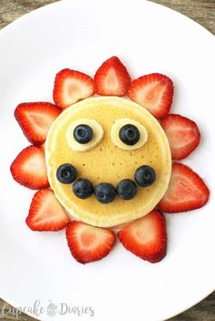 This sunshine pancake is perfect for a summer day and a fun .- This sunshine pancake is perfect for a summer day and a fun activity for the kid… This sunshine pancake is perfect for a summer day and a fun activity for the kids during summer break. Cute Food, Good Food, Yummy Food, Breakfast For Kids, Best Breakfast, Cute Breakfast Ideas, Food Art For Kids, Food For Children, Cooking For Kids