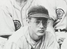 If you were born in that year will be famed actor James Dean was a Jr in High School at Fairmount High in Fairmount, Indiana. He played baseball, basketball, studied drama and also participated on the high school forensic team. Indiana, American Idol, American Actors, Vintage Hollywood, Classic Hollywood, James Jim, James Dean Photos, Young Celebrities, Celebs