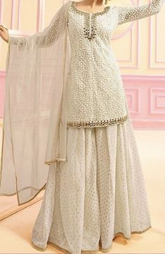 Discover recipes, home ideas, style inspiration and other ideas to try. Party Wear Indian Dresses, Pakistani Fashion Party Wear, Designer Party Wear Dresses, Indian Gowns Dresses, Pakistani Bridal Wear, Dress Indian Style, Indian Fashion Dresses, Indian Wedding Outfits, Pakistani Dress Design