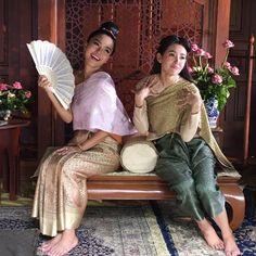 นอนหลับฝันดีนะเจ้าค่ะ ถ้าใครนอนไม่หลับก็นับแกะนะเจ้าค่ะ #บุพเพสันนิวาส #bellacampen #jiranee #jiraneejbfamily cr. @woot_n Thai Traditional Dress, Traditional Fashion, Love Destiny, Thai Dress, Thai Style, Modern Retro, Sari, Costumes, Entertainment
