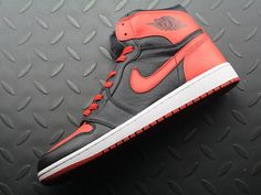 Air Jordan 1 Retro High 'Banned' 2011 432001 001; SIZE:EUR41-47.5; Check out from https://www.yeezymark.net/index.php/air-jordan/air-jordan-1-retro-high-banned-2011-432001-001.html