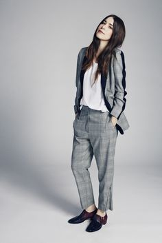 blazer and pants by stella mccartney, t-shirt by uniqlo, shoes by jimmy choo. Haim Style, Danielle Haim, Fashion Beauty, Fashion Looks, Dandy Style, Office Fashion, Fashion Outfits, Womens Fashion, Boho