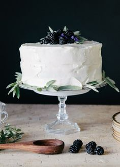 Pretty -- Like the look -- white frosting with blueberries