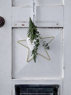 CHRISTMAS 2017: Welcome the season and your guest with a beautiful christmas decoration at the front dor. Design by Bloomingville