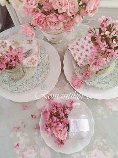 Tea settings from My Shabby Chic Home ~ Romantik Evim ~Romantik Ev Shabby Chic Blog, Romantic Shabby Chic, Romantic Homes, Shabby Chic Homes, Shabby Chic Style, Shabby Cottage, Cottage Chic, Victorian Napkins, Shabby Chic Dining Room