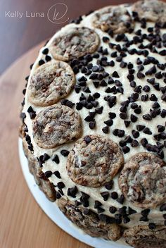 Chocolate Chip Cookie Dough Cake - I love food within food. Like oreo stuffed chocolate cookies and chocolate chip cookie dough cake. Cookie Dough Cake, Chocolate Chip Cookie Dough, Chocolate Cake, Chocolate Tarts, Chocolate Chips, Yummy Treats, Sweet Treats, Yummy Food, Think Food
