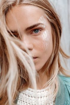 The best in beauty looks from this season's runway shows, collated and condensed for your See Now, Wear Now pleasure. Hippie Style, Beauty Secrets, Beauty Hacks, Blond, Beauty Skin, Hair Beauty, Look Festival, Festival Hair, Lipstick For Fair Skin