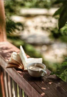 Coffee And Books, I Love Coffee, Coffee Break, Good Morning Coffee Images, Morning Coffee Funny, Gd Morning, Coffee Shot, Pause Café, Aesthetic Coffee