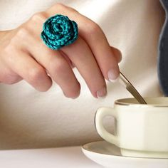 Matching handmade crochet rose ring by Céline Idee fara instructiuni Crochet Ring Patterns, Crochet Rings, Form Crochet, Knit Crochet, Crochet Necklace, Crochet Jewellery, Knit Lace, Yarn Projects, Crochet Projects