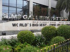 Onze experience bij Tiffany's Show kon helaas niet doorgaan. We hebben er toen voor gekozen om naar het Gems Gallery Pattaya te gaan. De grootste juwelier ter wereld