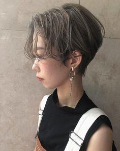 沢井卓也さんはInstagramを利用しています:「リアルサロンワーク✂︎ #ルルバング #ホワイティカラー #グラデーションカラー #グレージュ#ハイトーン#前下がりショート#ジゼル#センターパート#GISELE#ジゼル#アッシュ#グレー#ハイライト#buddyhair#名古屋#矢場町#作品#美容#サロン#美容院#美容室#美容学…」 New Hair, Style Icons, Short Hair Styles, Hair Color, Makeup, Beauty, Hairstyles, Instagram, Fashion