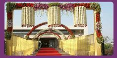 Lovely entrance decor with flowers!