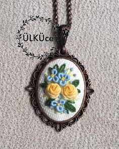 #gül #rose #nakışkolye #nakış #rokoko #kolye #kolyetasarimlari #necklace #flower#flowernecklace #embroiderynecklace #kaneviçe #kaneviçekolye #kaneviçemodeller #kolye #takı #brezilyanakışı #etamin #etaminişleme #goblen #elişi #elemeği #handmade #kasnak #gül #buket #demet # #etaminkolye #hobi #hobim