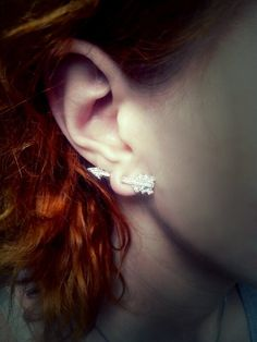 Bring+your+look+to+the+next+level+with+this+unique+stud+earring.+Unleash+the+warrior+princess+in+you,+and+awe+everyone+with+the+illusion+of+a+shining+arrow+puncturing+through+your+ear+lobe.+The+piece+complements+your+other+Boho+accessories,+but+can+also+be+a+statement+accessory+on+its+own.+The+ea...