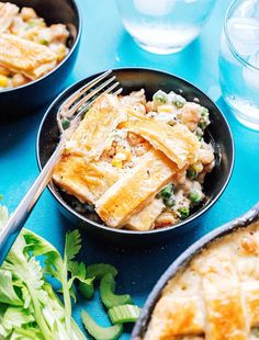 This Easy Vegetarian Chickpea Pot Pie is packed with creamy vegetable filling and wrapped in a buttery crust (and you just need one pan to make it! Tzatziki Recipes, Homemade Tzatziki, Creamed Peas, Vegetarian Thanksgiving, Thanksgiving Casserole, Puff Pastry Dough, Cauliflower Crust Pizza, Buffalo Cauliflower, Pot Pie