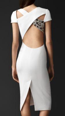 Vestido en crepé con abertura geométrica