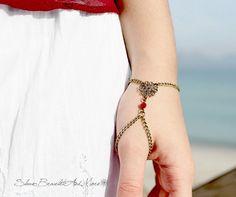 Cristal de bronce flor rojo esclava por SlaveBraceletAndMore