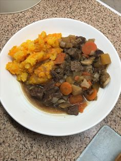 Slimming world beef stew with a carrot and swede mash Slimming World Beef Stew, Slimming World Recipes, Clean Eating, Healthy Eating, Pot Roast, Carrot, Detox, Ethnic Recipes, Food