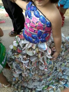 Vestido con periódico