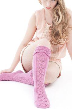 Novita wool socks, Lace knee-socks made with Novita Wool yarn - Super knitting Wool Socks, Knitting Socks, Hand Knitting, Knitting Videos, Knitting Designs, Knitting Patterns, Crochet Shawls And Wraps, Boot Cuffs, Knee Socks
