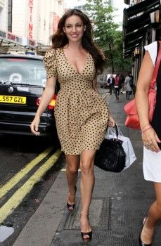 Kelly Brook is the definition of curve queen – she proudly flaunts her svelte, hourglass shape – which nips in at just the right places – in all manner of gorgeous garms. She's not only an inspiration to those of us wanting to look good in plus size clothing but also to all girls out there who want some style advice from one of the hottest gals about town!  Let's take a closer look at what the sexy star pulls off... #style #fashion #celebrity #bodyimage