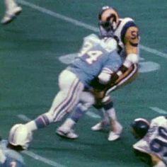 earl campbell , destroys a ram. Houston Football Team, Texas Longhorns Football, Bulldogs Football, American Football League, Nfl Football Players, American Sports, National Football League, Football Season, Pittsburgh Steelers