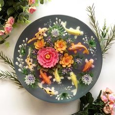 Food Artist Creates Nature-Inspired Jelly Cakes That Look Like Pretty Koi Ponds – Today, creative confectionery is more popular than ever… Beautiful Cakes, Amazing Cakes, Creative Pie Crust, Edible Flowers Cake, Flower Cakes, 3d Jelly Cake, Jelly Flower, Vegan Coleslaw, Buttercream Flower Cake
