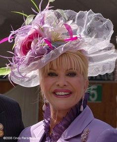 Kentucky Derby - is that Ivana or Melanie? Kentucky Derby Fashion, Kentucky Derby Hats, Fascinator Hats, Fascinators, Headpieces, Run For The Roses, Ascot Hats, Hats For Women, Ladies Hats